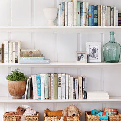 0113-decluttering-bookshelf-books-baskets-lgn