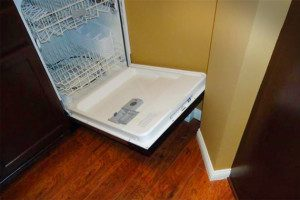 common-remodeling-mistake-dishwasher-door_a07c8cec89c055745e7b48738c81990e_3x2_jpg_570x380_q85
